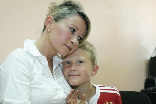 Чтобы сохранить семью, Инге Рантала с сыном Робертом пришлось вернуться в Россию. Фото: РИА Новости